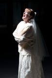 Bruid die in Recht Jasje gilt Royalty-vrije Stock Foto's