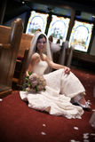 Bruid in een kerk Stock Foto's