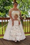 Bruid en Bloemmeisje Royalty-vrije Stock Fotografie