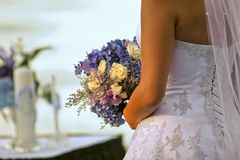 Bruid en boeket Royalty-vrije Stock Foto's