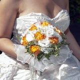 Bruid en boeket Royalty-vrije Stock Afbeeldingen