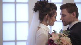 Bruid en bruidegom stock footage