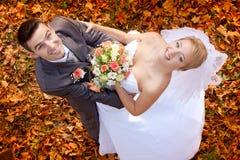 Bruid en bruidegom stock foto's