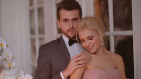 Bruid en bruidegom stock videobeelden