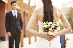 Bruid en bruidegom bij huwelijk Stock Foto's
