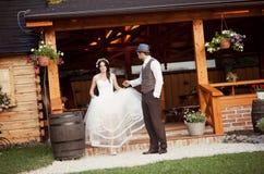 Bruid en bruidegom de stijlhuwelijk van het land royalty-vrije stock fotografie