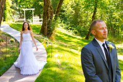 Bruid en Bruidegom First Look Moment Stock Fotografie