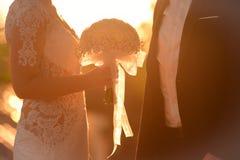 Bruid en bruidegom op hun huwelijk Stock Foto