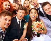 Bruid en bruidegom in photobooth. Stock Foto