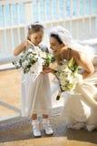 Bruid en flowergirl. Stock Afbeelding