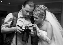 Bruid en fotograaf Royalty-vrije Stock Afbeelding