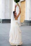 Bruid en het huwelijksboeket stock afbeelding