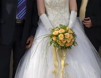 Bruid en twee bruidegoms stock foto
