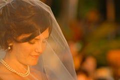 Bruid in gebed Stock Afbeelding
