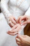 Bruid in huwelijkskleding Stock Foto's