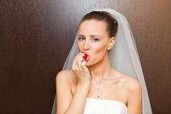 Bruid met aardbei royalty-vrije stock foto