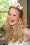 Bruid met Bloemen in Haar Royalty-vrije Stock Foto's