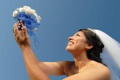 Bruid met boeket royalty-vrije stock afbeeldingen
