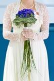 Bruid met boeket van bloemen Stock Afbeeldingen