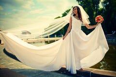 Bruid met een huwelijksboeket Royalty-vrije Stock Foto