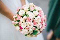 Bruid met huwelijksboeket Stock Afbeelding