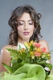 Bruid met huwelijksboeket royalty-vrije stock foto
