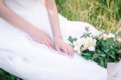 Bruid met huwelijksboeket Royalty-vrije Stock Afbeeldingen