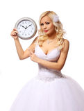 Bruid met muurklok. mooie blonde jonge vrouw die op de geïsoleerde bruidegom wachten Stock Afbeelding