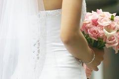 Bruid met rozen Stock Fotografie