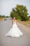 Bruid op de weg Royalty-vrije Stock Foto