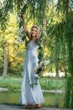 Bruid op een geschommel Royalty-vrije Stock Afbeelding