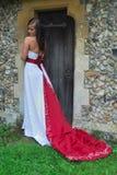 Bruid in rode en witte kleding Stock Afbeeldingen