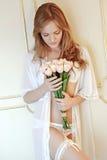 Bruid in slaapkamer Stock Foto
