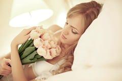Bruid in slaapkamer Royalty-vrije Stock Afbeeldingen