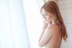 Bruid in slaapkamer Royalty-vrije Stock Afbeelding