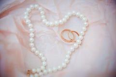 Bruid in witte kleding Stock Foto's