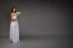 Bruid zijpositie stock foto's