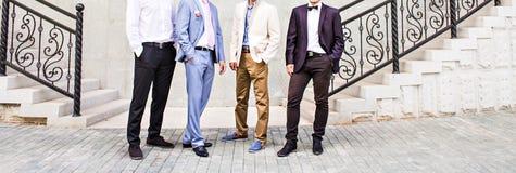 Bruidegom With Best Man en Groomsmen bij Huwelijk stock foto's