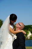Bruidegom die op een kus wacht Stock Afbeeldingen