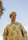 Bruidegom die Vietnamese Ao Dai dragen Royalty-vrije Stock Foto's