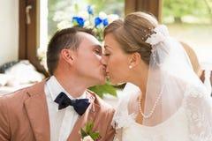 Bruidegom en bruid Stock Foto's