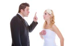 Bruidegom en bruid die ruzieargument hebben royalty-vrije stock foto