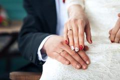 Bruidhanden met trouwringen Royalty-vrije Stock Afbeelding