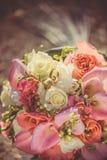 Bruids boeket met rood en van Bourgondië bloemen Royalty-vrije Stock Foto's