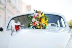 Bruids boeket van ongebruikelijke heldere kleuren Stock Afbeelding