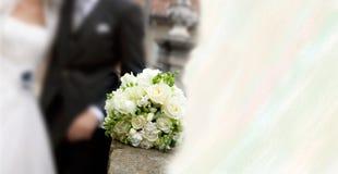 Bruids boeket van rozen en oranje bloesems. Royalty-vrije Stock Afbeelding