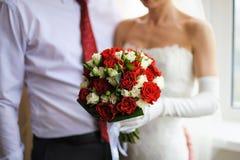 Bruids boeket van witte en rode rozen Stock Foto