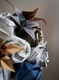 Bruids die boeket van document origamibloem wordt gemaakt royalty-vrije stock foto's
