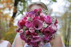 Bruids huwelijksboeket van bloemen Stock Afbeeldingen