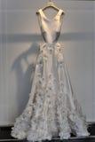 Bruids kleding tijdens de de inzamelingspresentatie van Viktor en van Rolf Mariage Spring /Summer 2018 stock foto's